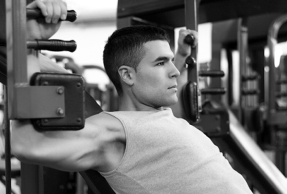 Are Free Weights Or Weightlifting Machines Better to Build Bigger Muscles?